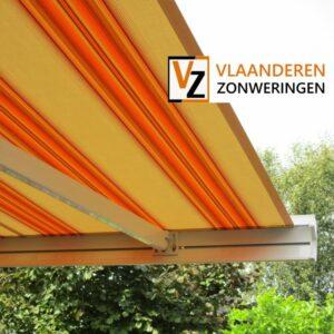 Afbeelding: Knikarmscherm oranje/geel gestreept balkon